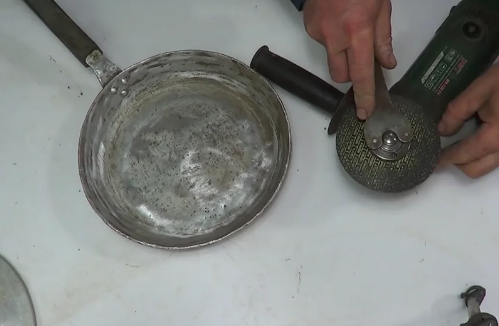 Screenshot1 - Как из старой сковородки и болгарки сделать крупорушку